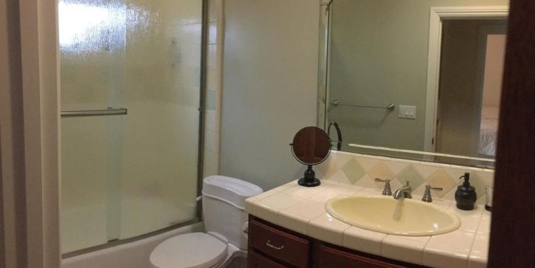 288 Windward Ave Pismo Beach-067-57-Guest Quarters Bathroom-MLS_Size